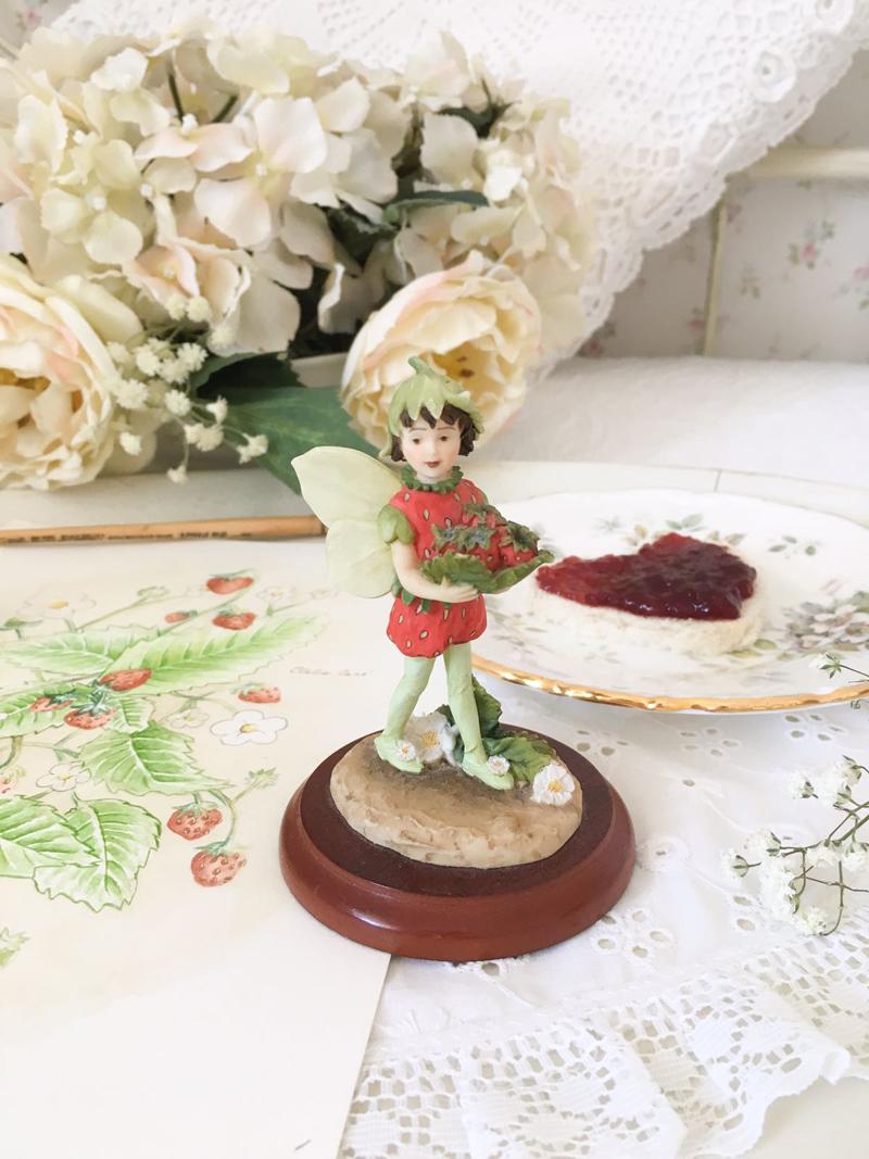 figurina the strawberry fairy