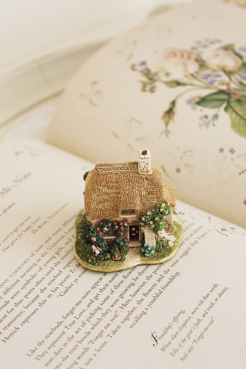 lilliput lane rose bouquet cottage